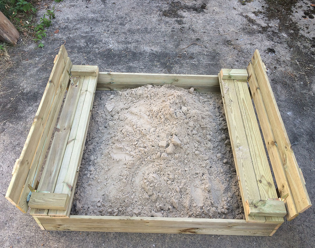 Sandkasten-Sandkiste-Flip-Wickey-Wien-mit-Kind